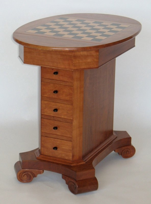 Classical game table with storage paula garbarino for Html table th always on top